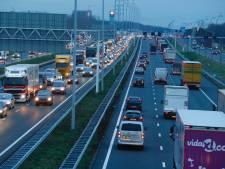 Ongeluk met 3 auto's en een busje op A16 bij Breda