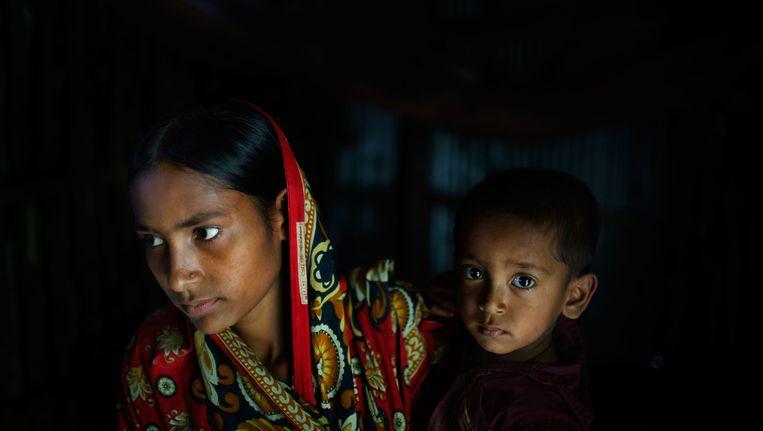 Belkis, 15 jaar oud, met haar zoon van een. Ze werd uitgehuwelijkt toen ze 13 was, maar werd na 14 maanden met de baby naar haar ouders teruggestuurd. Beeld HRW