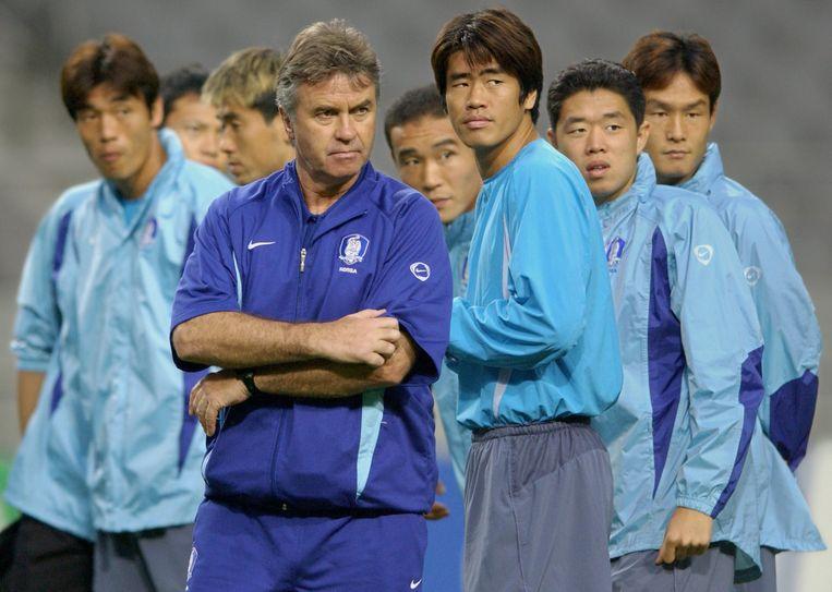 Andere Tijden Sport kijkt terug op het WK van 2002. Guus Hiddink boekte succes met de ploeg van Zuid-Korea. Beeld EPA / Kim Jae-Hwan