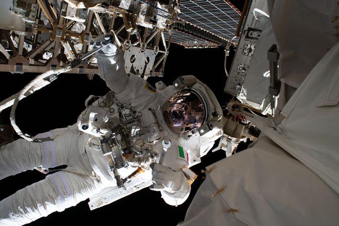 Onderdelen van het ISS moeten soms een onderhoudsbeurt krijgen.