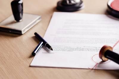 notaris-schiet-te-hulp-in-conflict-met-bokkige-buurman-om-recht-van-overpad