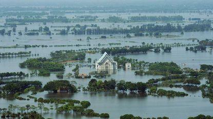 Elf doden bij overstromingen in Iran