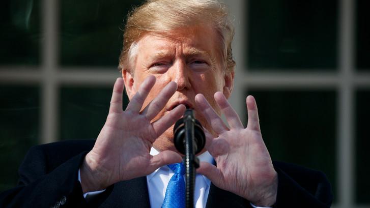 Trump roept noodtoestand uit voor bouw muur