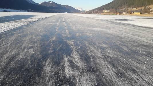 Het ijs op de Weissensee