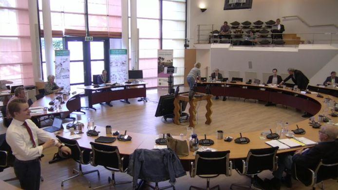 Raadsvergadering in Valkenswaard in coronatijd, voor niemand thuis te volgen.