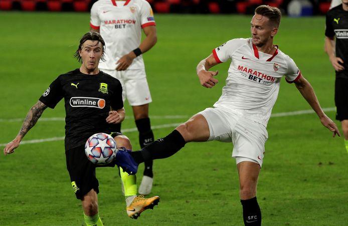 Luuk de Jong in actie tegen Krasnodar's Kristoffer Olsson.