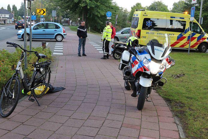 Man valt met snorscooter in Waalwijk