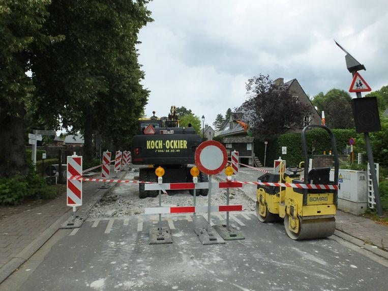 Ook het verkeersplateau aan het kruispunt Philippe de Denterghemlaan-Dorpsstraat in Deurle wordt opnieuw aangelegd. Doorgaand verkeer is er tijdelijk niet mogelijk.