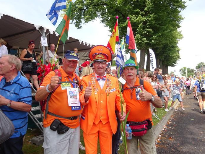 Vlissingers Japio van Belzen (links) en Jan Rotte op de foto met Winfried Witjes.