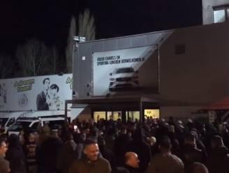 Van kwaad naar erger bij Lokeren: supporters roepen om ontslag voorzitter én worden opgesloten in eigen vak