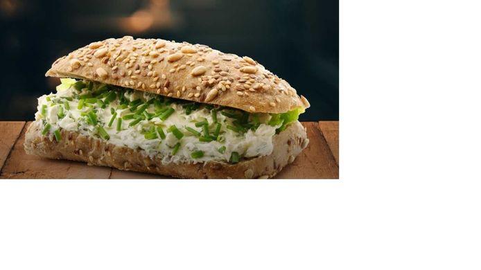Een broodje kruidenroomkaas, een van de bekendste broodjes van La Place.