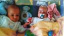 Noortje van Lith met haar tweelingbroertje Dirk, die 22 jaar geleden in het Rotterdamse Sophia Kinderziekenhuis ter wereld kwamen