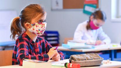 """Assenede verplicht mondmaskers rond de schoolpoort: """"Dit wordt het nieuwe normaal"""""""