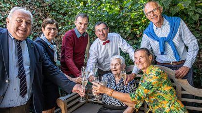 """Germana blaast 102 kaarsjes uit: """"Het geheim van mijn leeftijd? Elke dag een Arabier drinken"""""""