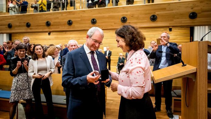 Burgemeester Femke Halsema en rabbijn Menno ten Brink tijdens een Chanoekadienst voor het joods lichtjesfeest bij de Liberaal Joodse Gemeente.