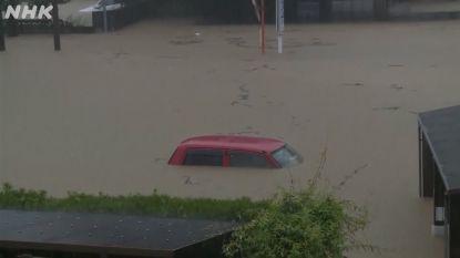 Hevige regen veroorzaakt modderstromen in Japan waarbij al twee mensen om het leven komen