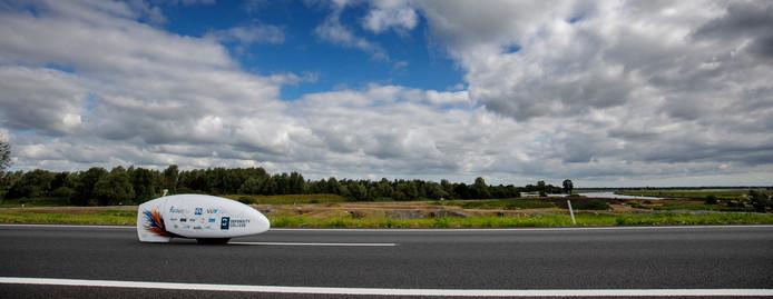 Zondag 5 augustus wordt op Vliegbasis Woensdrecht de VeloX 8 getest, een ligfiets waarmee in september een wereldsnelheidsrecord voor vrouwen moet worden gevestigd in de Nevada-woestijn.