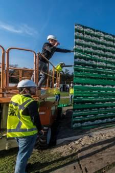 UT-studenten doen gooi naar langste bierkrattenbrug ter wereld