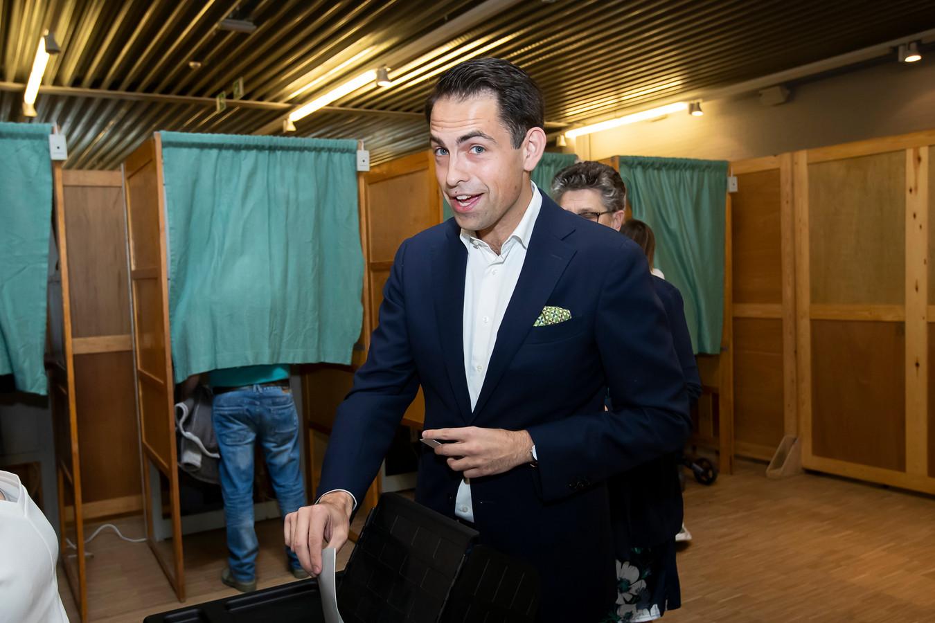 Vlaams Belang-voorzitter Tom Van Grieken tijdens het stemmen vandaag in België.