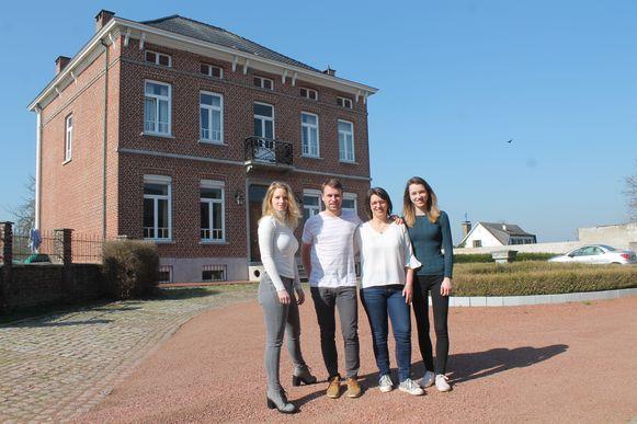Steven Van Bont wil van domein 't Hof een multifunctionele ontmoetingsplaats maken. Hij krijgt daarbij steun van zijn vrouw Annelies Van Droogenbroeck en kinderen Laurien en Judith Dillens.