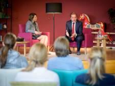 Minister De Jonge in verpleeghuis Peppelrode in Eindhoven: miljarden zorg vooral naar personeel