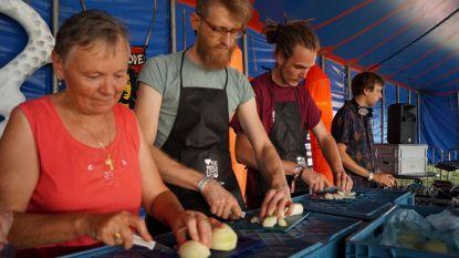 Veganistische chef maakt restjessoep op Irie Vibes