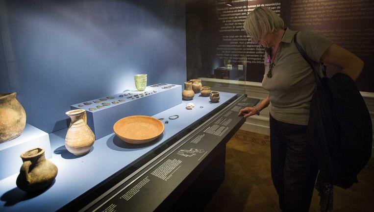 De Krim-collectie bestaande uit onder meer een gouden zwaardschede, een pronkhelm en talloze juwelen in het Allard Pierson Museum. Beeld null