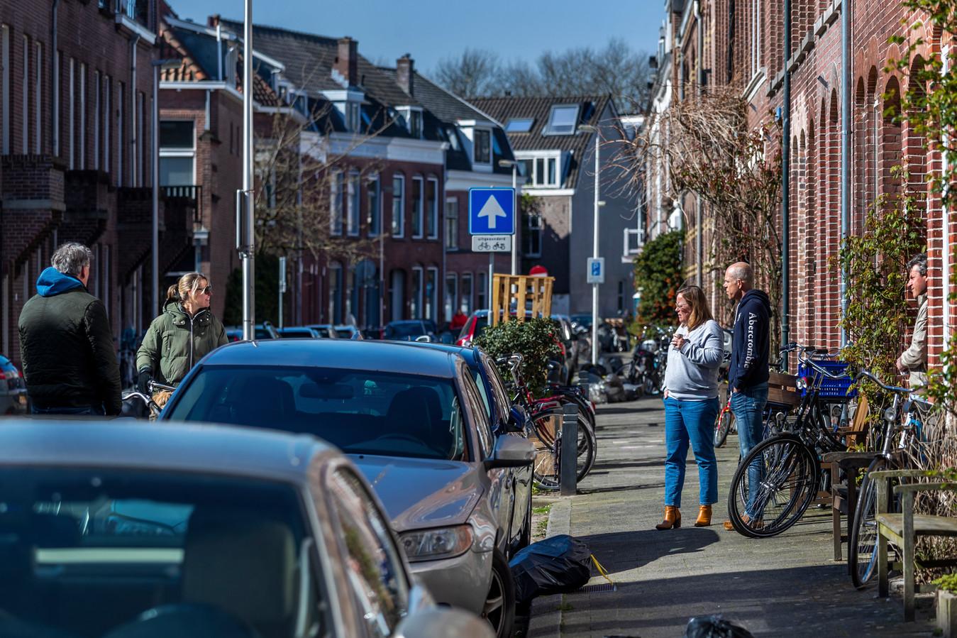 Utrechters houden, in maart van dit jaar, verplicht 1,5 meter afstand.