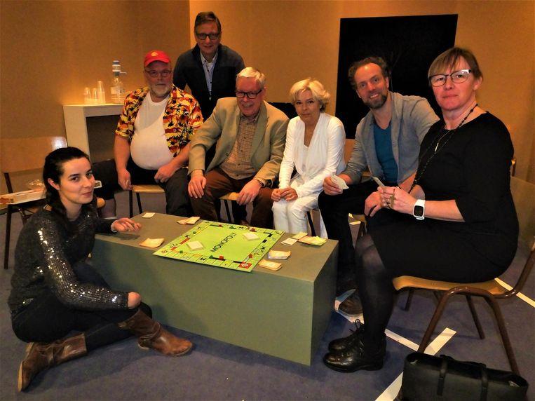 De cast die de komedie 'Ge-Tic-t' zal spelen.