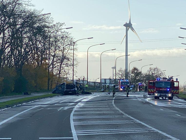 Er viel één zwaargewonde bij een voertuigbrand waarbij de lading ontplofte.
