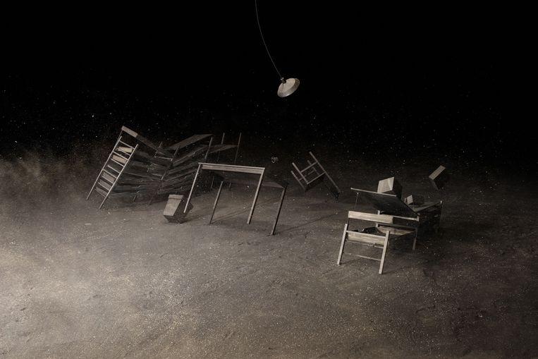 Levi van Veluw: Room I, 2013 (houtskooltekening). Dit kunstwerk is als ansichtkaart (in diverse formaten) te bestellen of aan anderen door te sturen. Info: kunstkaartjekopen.nl/ volkskrant-beeldende-kunstprijs. Beeld -