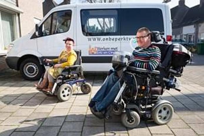 Echtpaar Cindy en Eric van de Varst brengen met hun stichting Werken met Eric en Cindy  bedrijven en gehandicapten in ZuidoostBrabant en Limburg bij elkaar, zodat gehandicapten makkelijker werk kunnen vinden.  Ze zijn zelf gehandicapt/ lichamelijke beperking en wonen in een Fokus woning waar ze zorg krijgen als ze dat willen.