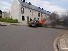 Auto vliegt in brand na aanrijding in Eindhoven