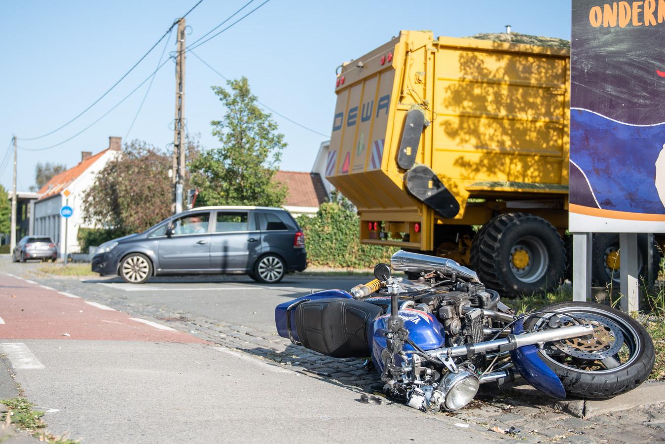 Het ongeval is gebeurd op het kruispunt van de Berchemweg met de Hevelweg.