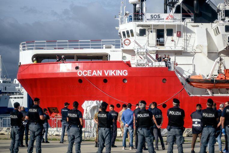 De 124 migranten aan boord van het schip worden verdeeld over Frankrijk, Duitsland, Portugal, Ierland en Luxemburg.