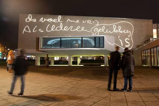 Lichtkunstwerk op Stadsschouwburg en De Vereeniging.