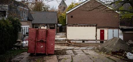 Na zoveelste tegenvaller, nu asbestverwijdering, ligt verbouwing dorpshuis De Hucht in Alphen stil