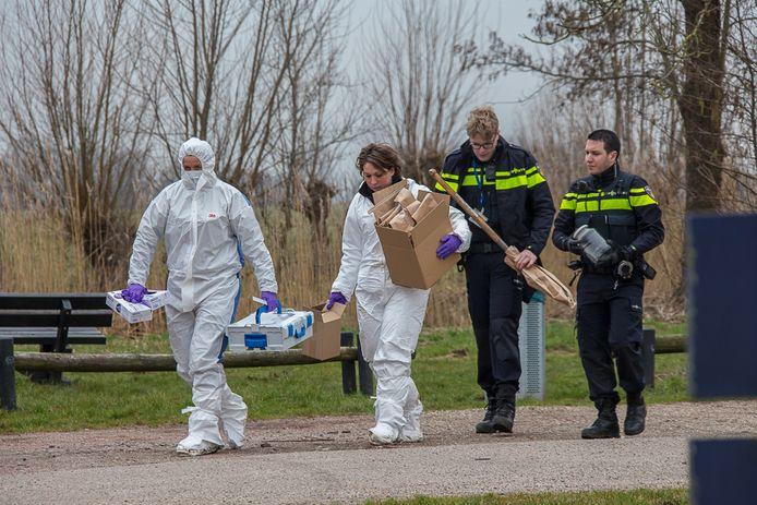 De politie deed een inval bij een recreatieterrein in Nieuwer ter Aar in het kader van het onderzoek.