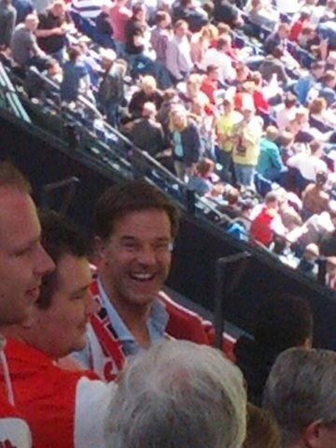 Premier Rutte met Feyenoord-sjaal in De Kuip.