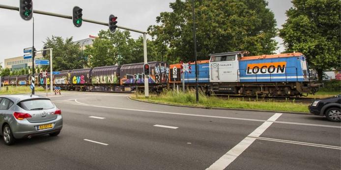 Deze trein rijdt niet meer in de ochtendspits door Apeldoorn. Foto Peter Lous