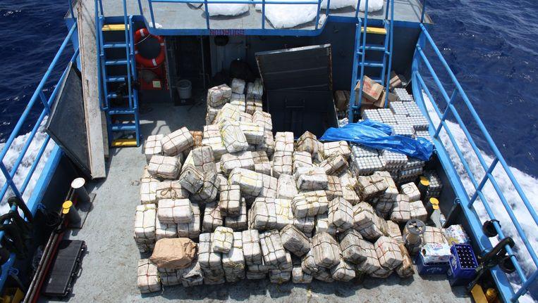 Een cocaïnevangst aan boord van een vrachtschip vlakbij de Zuid-Amerikaanse kust. Beeld AP