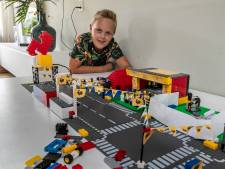 Stöppelhaene-fanaat Sven (11) uit Raalte bouwt feestterrein na met Lego: 'Was er een week mee bezig!'