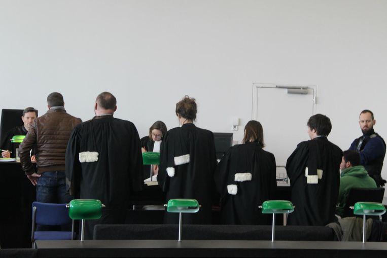 Voor Roan V. (leren jas links) werd vijf jaar cel gevorderd, Bruno F. (groene trui rechts) kan vrijuit gaan.