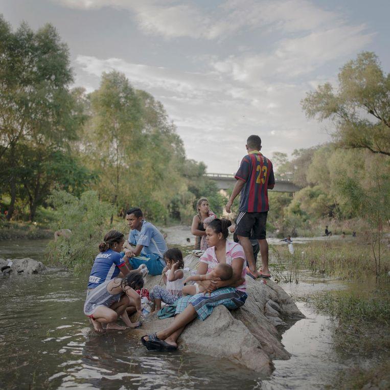 Migranten onderweg van Mexico naar de VS Beeld Pieter ten Hoopen