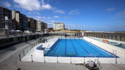 Raampjes ingegooid aan openluchtzwembad