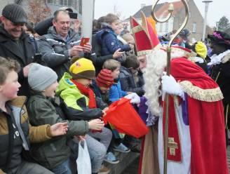 Geen handjes schudden met Sinterklaas, maar wel leuk sint- en pietenspel in Astene