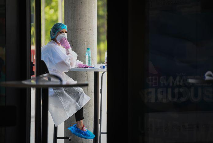 Plus de 600 personnes testées positives au nouveau coronavirus ont quitté les hôpitaux de Roumanie ces derniers jours.