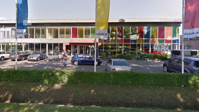 In het pand Heusdensebaan 52 is nu nog Dekrie Auto's gevestigd.
