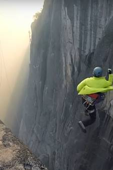 Gekkenwerk: man springt van 240 meter hoge rotswand