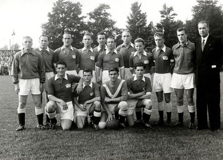 Voetbal, het voetbalteam van Fortuna '54, o.a. gehurkt Cor van der Hart, Jan Notermans, Frans de Munck, 1954-1958. Voetbal, het voetbalteam van Fortuna '54, o.a. gehurkt Cor van der Hart, Jan Notermans, Frans de Munck, 1954-1958. Beeld Hollandse Hoogte / Spaarnestad Photo